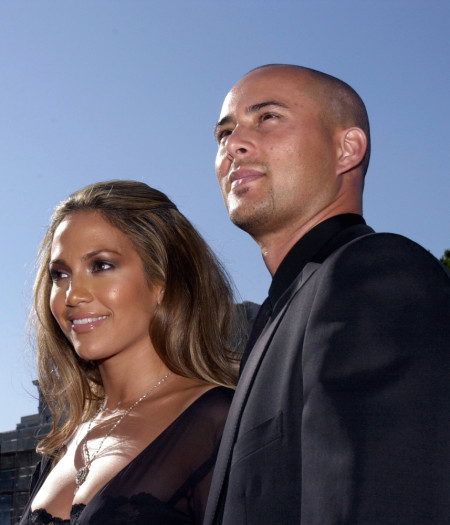 Jennifer-Lopez-and-Chris-Judd-450x525