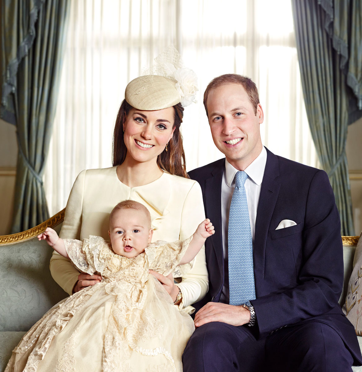 1382648294_prince-william-kate-middleton-prince-george-zoom