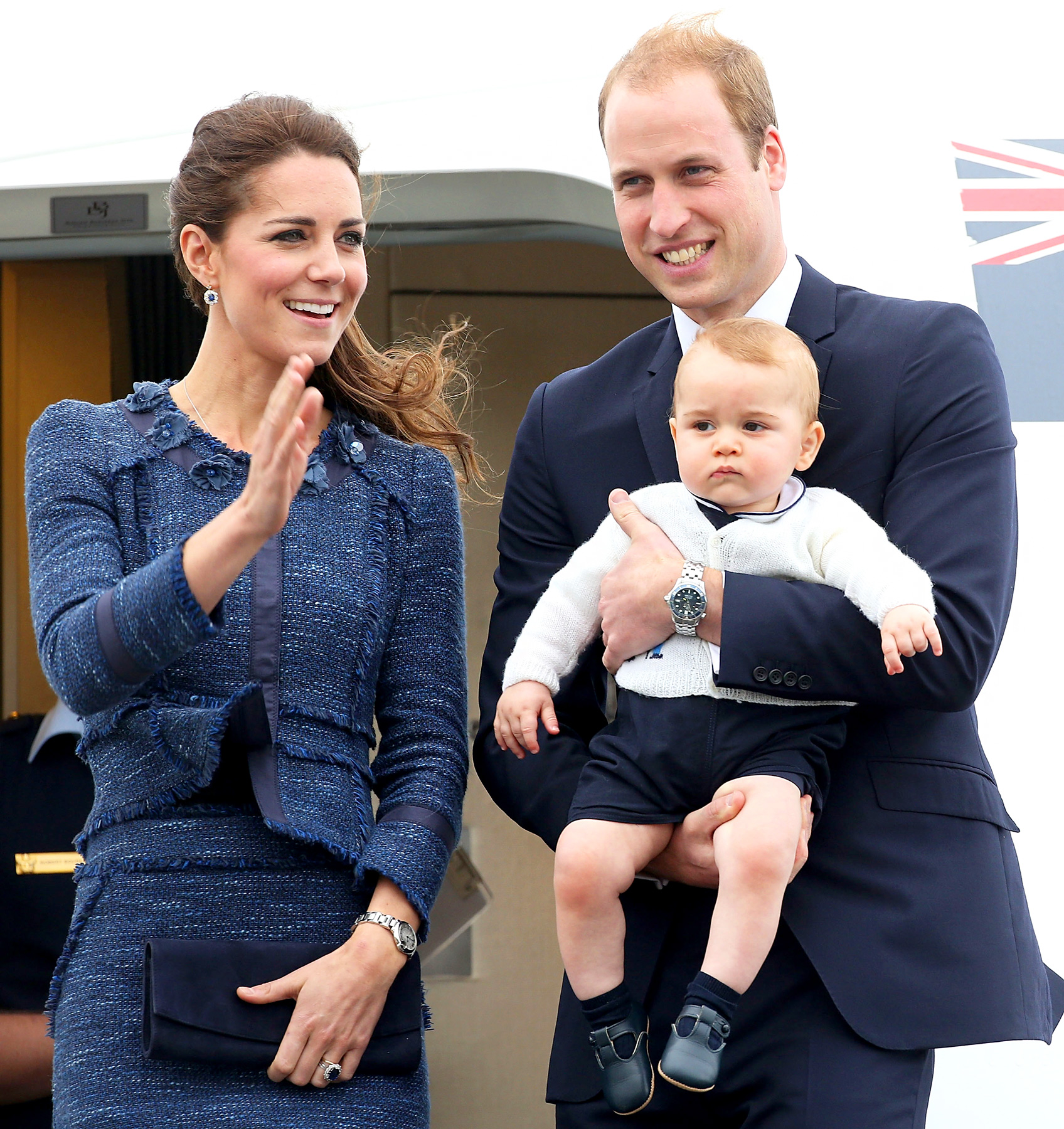 1397611567_484997063_kate-middleton-prince-william-prince-george-zoom