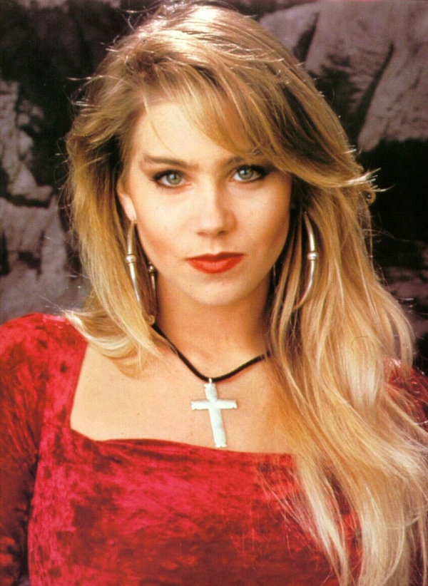 600full-christina-applegate