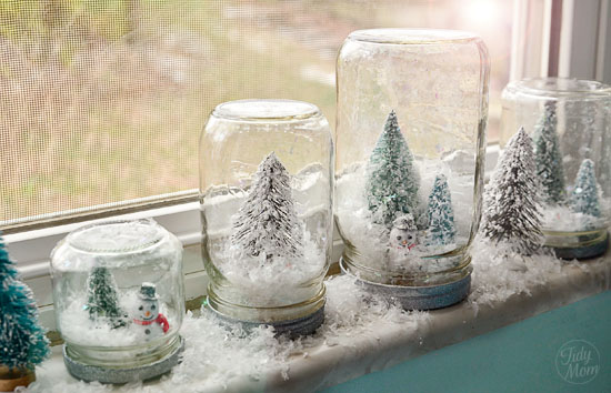 7_bilde_3_snow-globes-window