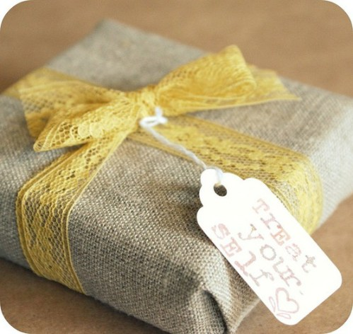 Burlap-Gift-Box-Packaging