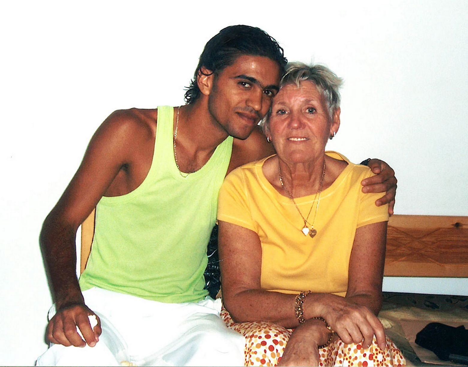 Collect-Picture-Shows-Wedding-of-21yr-Tunisian-waiter-Rafan-to-Dorothy-77yrs2