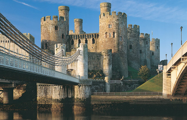 Conwy_Castle_-_bridge_view