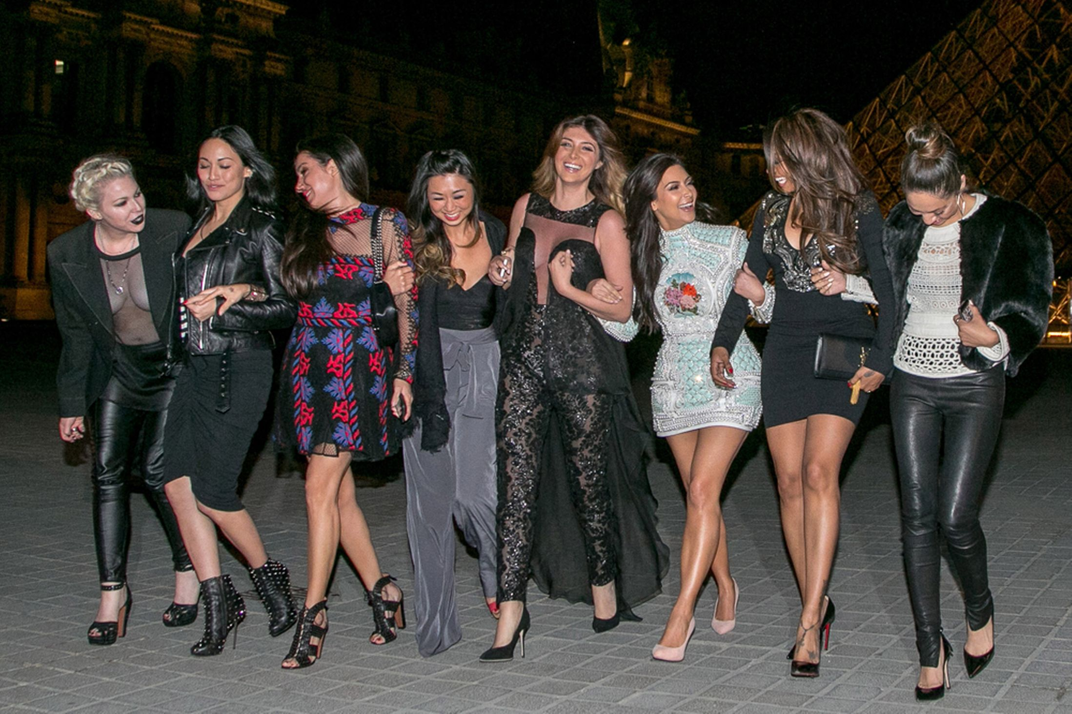 Kim-Kardashian-and-her-friends-are-seen-in-front-of-the-Louvre-museum