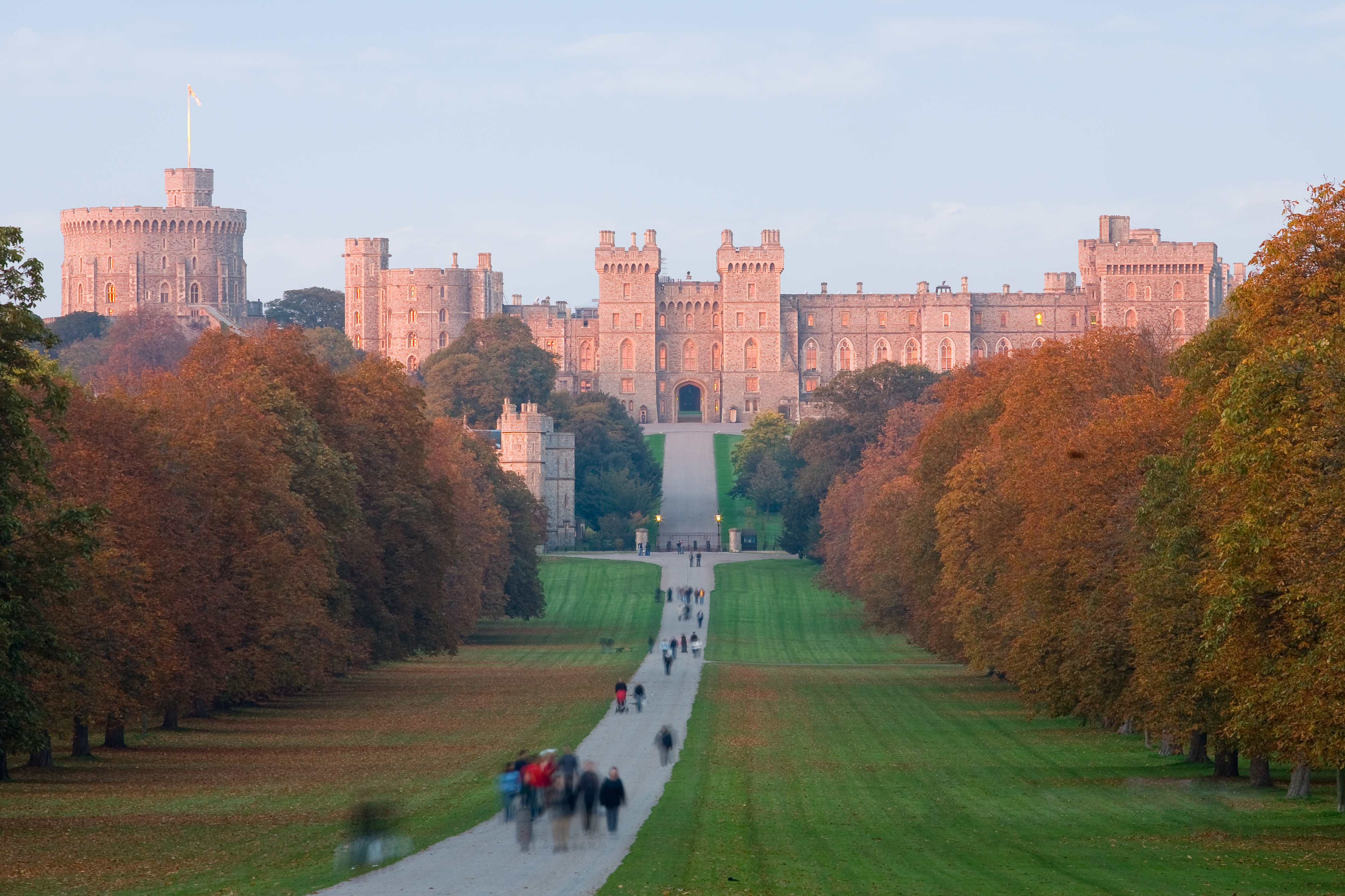 Windsor_Castle_at_Sunset_-_Nov_2006