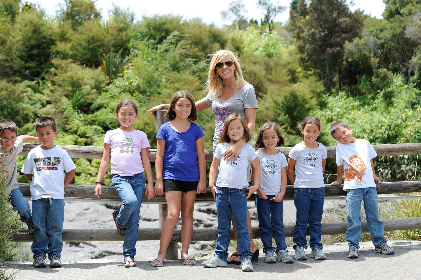 Kate Gosselin continues her day out with her 8 children at the natural springs in Rotorua
