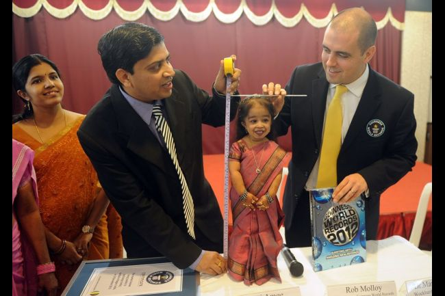 jyoti_amge_world_shortest_woman_record_12_16_2011