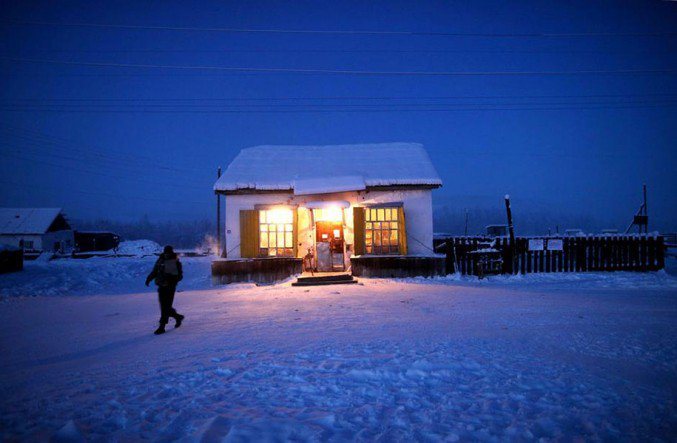 16oymyakon-village-in-russia-by-amos-chapple-17-677x443