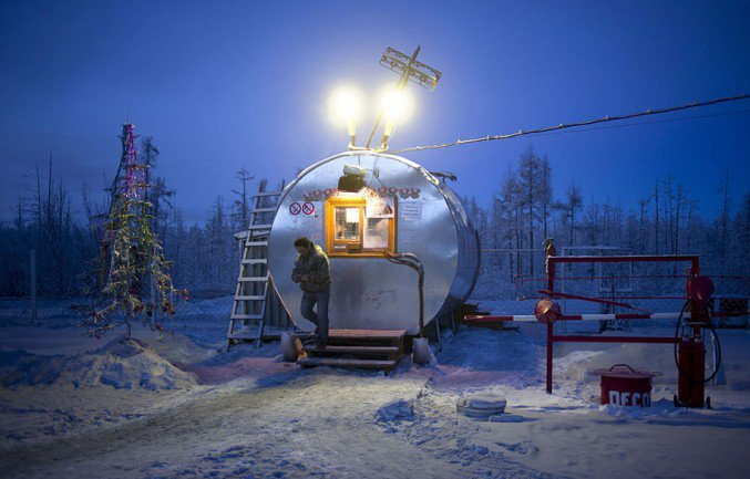 18oymyakon-village-in-russia-by-amos-chapple-19-677x433