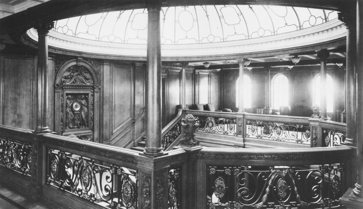 02_titanic_1st_class_staircase_dome