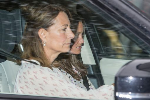 Carole-Middleton-and-sister-Pippa-arrive-at-Kensington-Palace