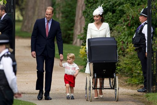 Kate-Middleton-and-Prince-William-with-Prince-George-and-Princess-Charlotte-arrive-at-the-Church-of-St-Mary-Magdalene