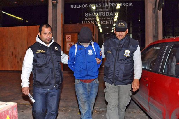 Eduardo-Oviedo-C-as-he-is-escorted-by-police-officers-in-Mar-del-Plata
