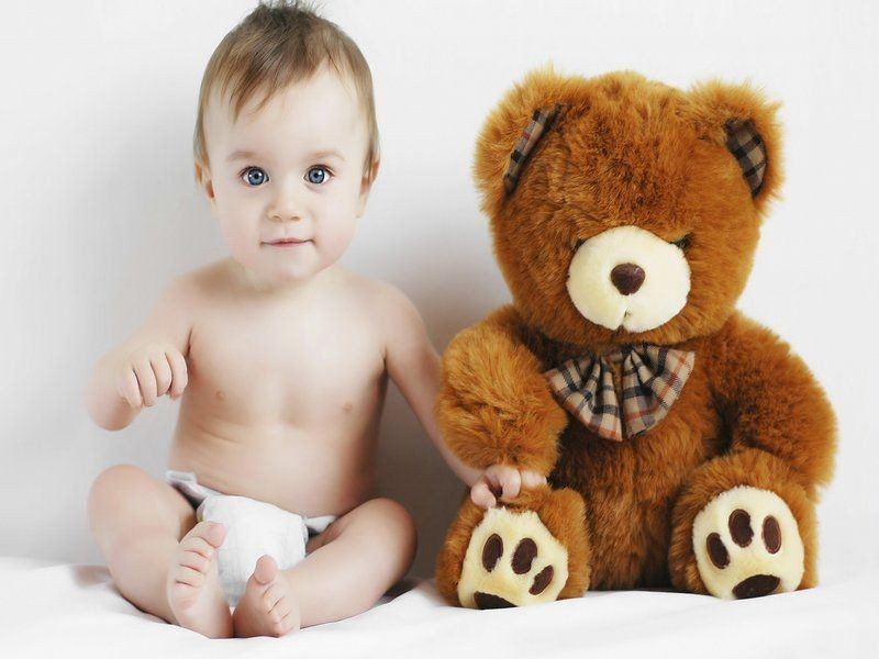 6917644-sweet-boy-child-toy-teddy-bear-photo