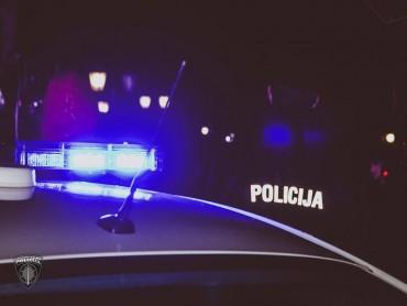 Policists reibumā izraisa satiksmes negadījumu un aizbēg
